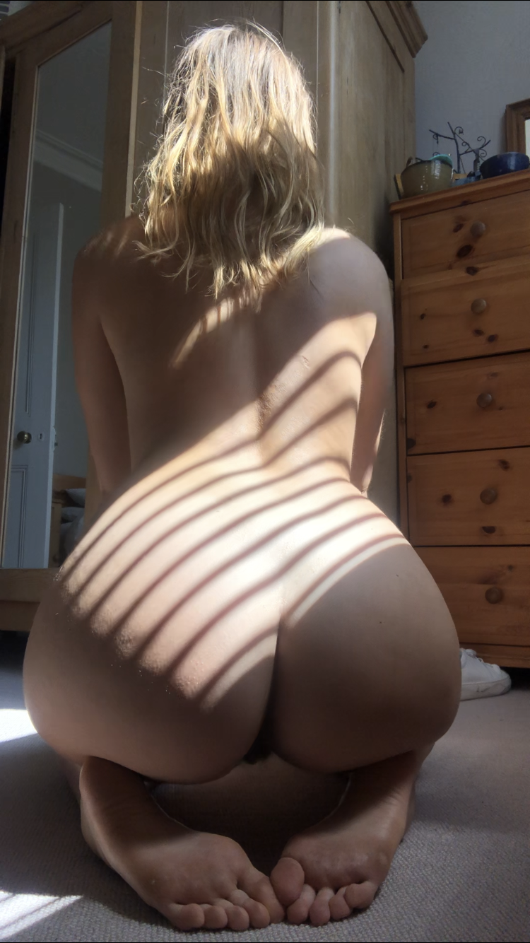 I hope someone is awake rn and sees this ️ (f)